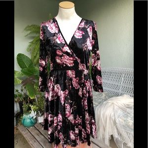 Charlotte Russe floral black velvet dress, Sz XL